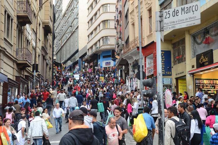 Segundo o IBGE, o mercado de trabalho no País perdeu 1,243 milhão de vagas com carteira assinada no período de um ano.