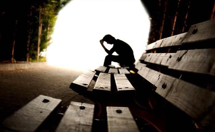Além de problemas financeiros, términos de relacionamentos, dores crônicas e doenças, depressão também está entre as causas de suicídio.