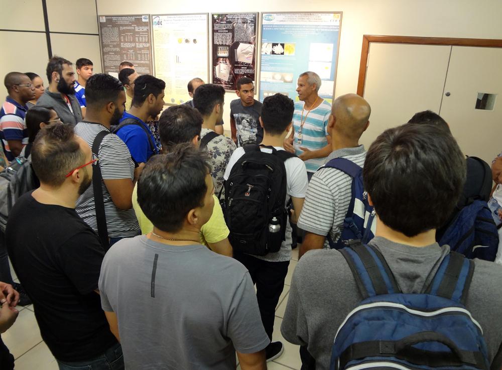 O funcionário Omar Félix fala sobre as principais atividades realizadas no laboratório.