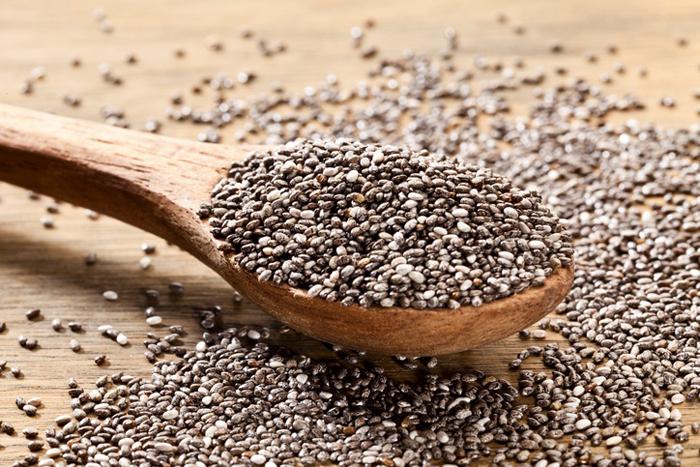 A semente é rica em antioxidantes, ômega 3, vitaminas, minerais como magnésio e potássio.
