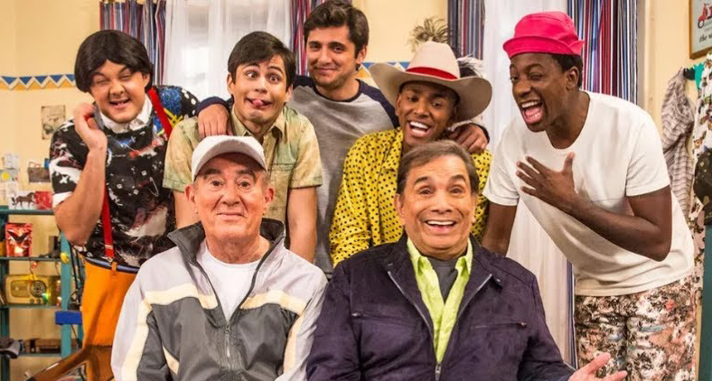 O novo elenco do programa com os trapalhões originais.