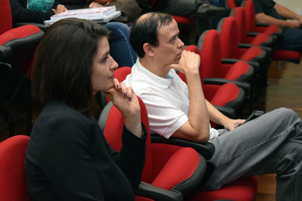 Aline Oliveira, coordenadora do curso de Engenharia Civil, e José Antônio Neto, pró-reitor de Pesquisa.