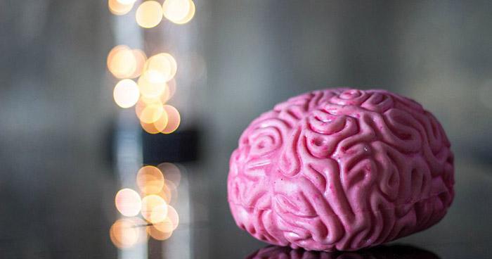 Uso de cocaína antes dos 18 anos provoca maiores prejuízos a funções do cérebro como atenção e memória.
