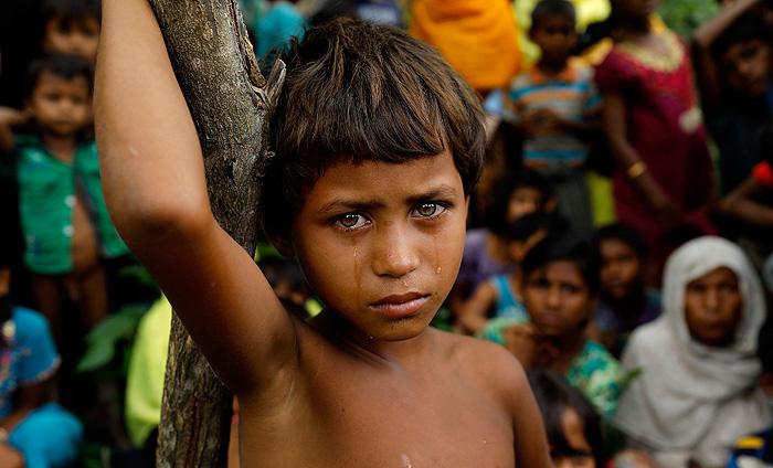 Garota do povo Rohingya em um campo de refugiados em Blangadesh.