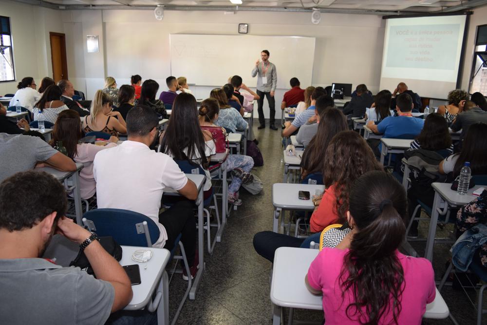 O oficina Educação e técnicas de estudo foi ministrada pelo professor Fábio Mendes.