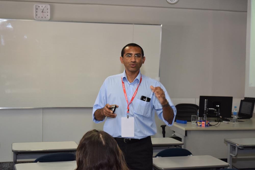 O professor Adair Rocha fez a oficina Mapas Mentais junto com o aluno Ottoniel Antunes Camargos.