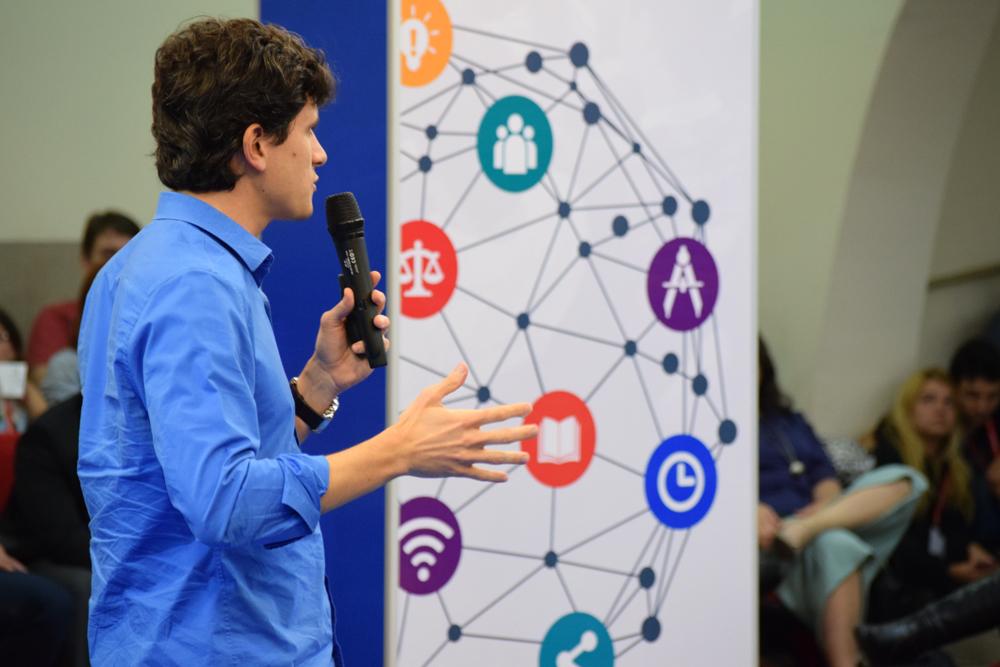 A conferência chamou atenção para a conexão de saberes e inovação.