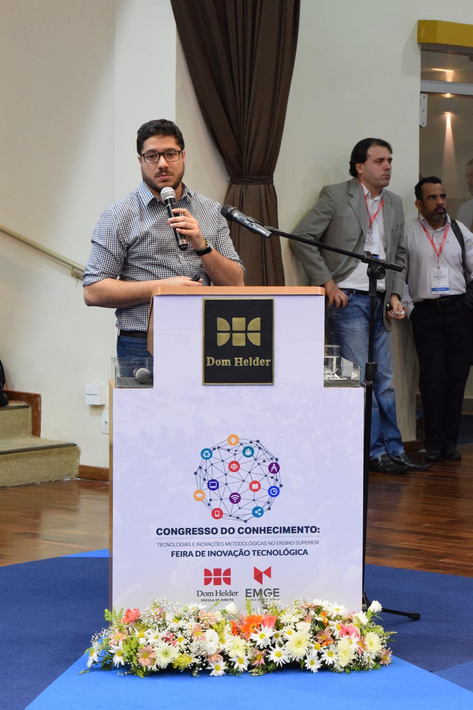 O professor Leandro Holanda Fernandez compôs o painel que discutiu a relação tecnologia, educação e mercado de trabalha.