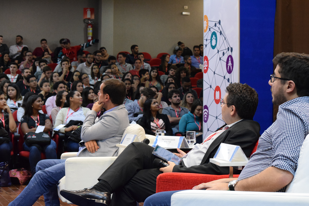 Tema da noite foi: Educação e Tecnologia - Como estimular o protagonismo discente com o uso da tecnologia?