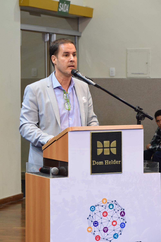 Professor Fábio Veras é engajado no desenvolvimento de ecossistemas de startups e de de cidades, na promoção da educação empreendedora para crianças e jovens.