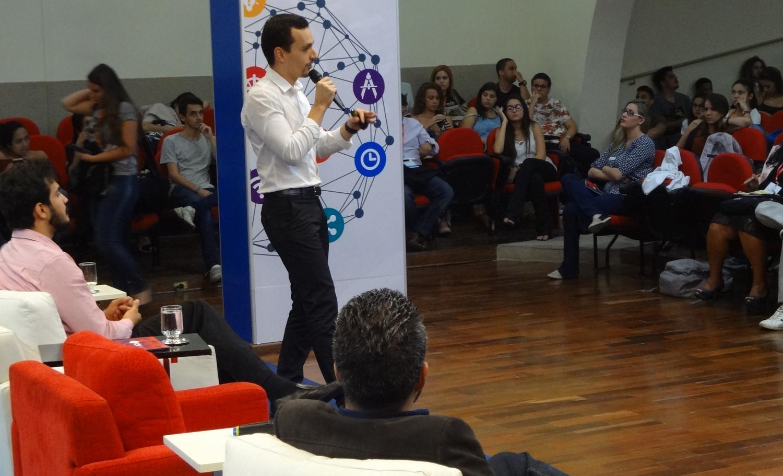 Representante da Campus France, Renan de Oliveira, falou sobre o intercâmbio na França