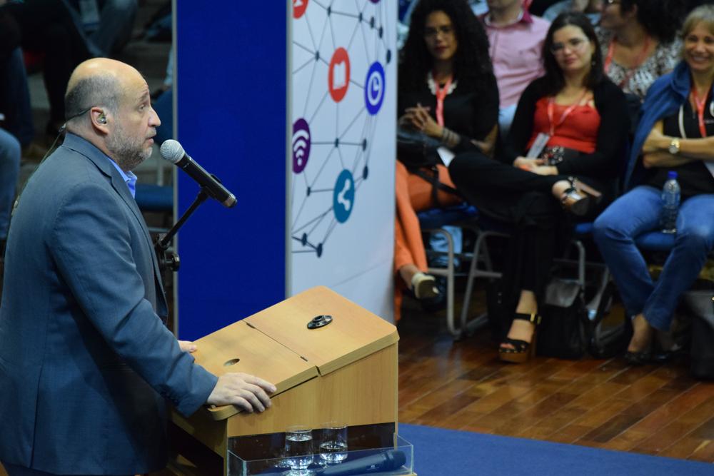 A plateia ficou completamente vidrada com a conferência e o painel da noite.