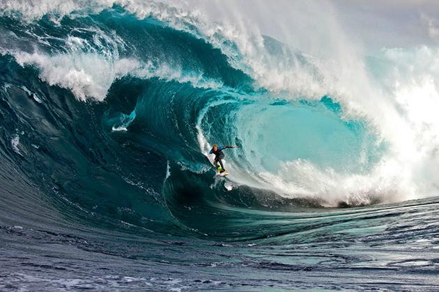 A prática do surf data desde tempos remotos da antiguidade.