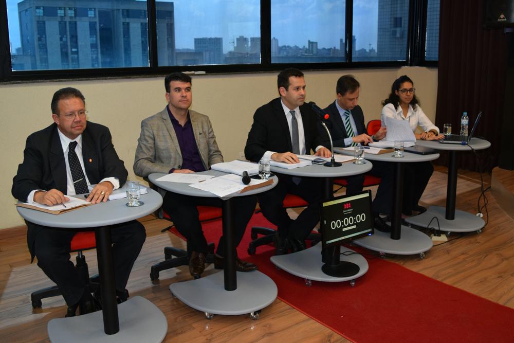 Professores Benjamin Alves Rabello, Marcelo Kokke Gomes, André de Paiva Toledo e Márcio Luís Oliveira formam a Comissão de Seleção.
