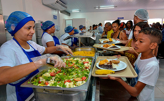 As refeições que revelam o dom do Reino, sobretudo aos últimos e pequenos do mundo.