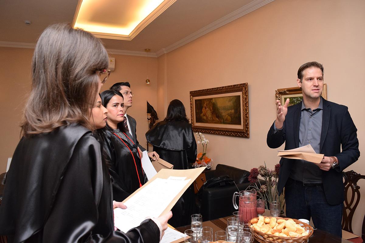 Professor Renato Campos Andrade lista as regras de avaliação para os jurados do TRI-e.