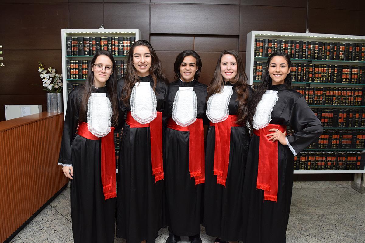 Equipe da Argélia: Laís Bitencourt, Ana Clara Fernandes, Augusto Sérgio, Camila Loureiro e Luíza Belém.