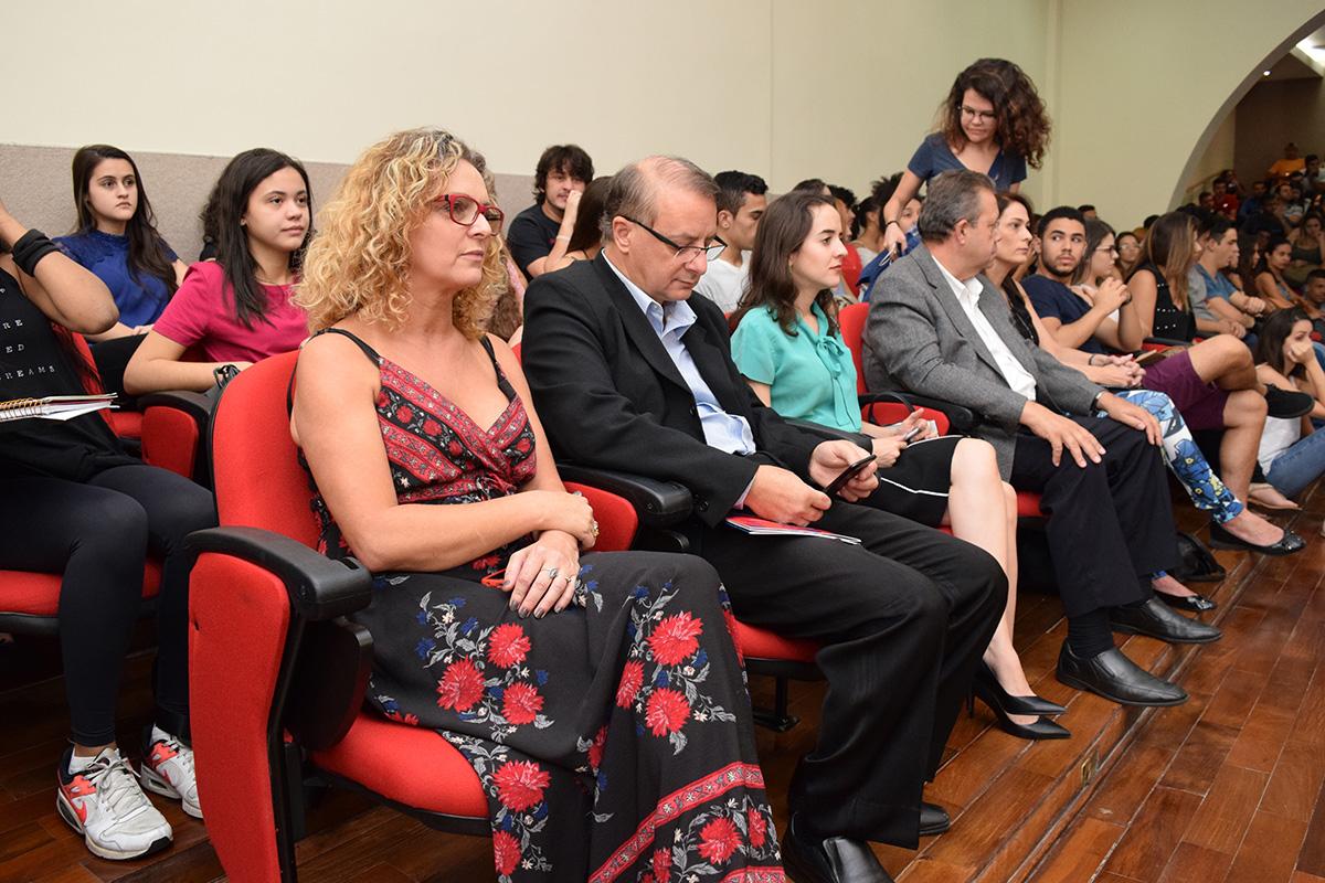 Pró-Reitora Administrativa, Rita Cácia Stumpf, e o reitor da Dom Helder, Paulo Stumpf, SJ.