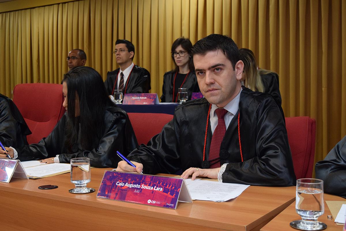 Professor Caio Augusto Souza Lara.