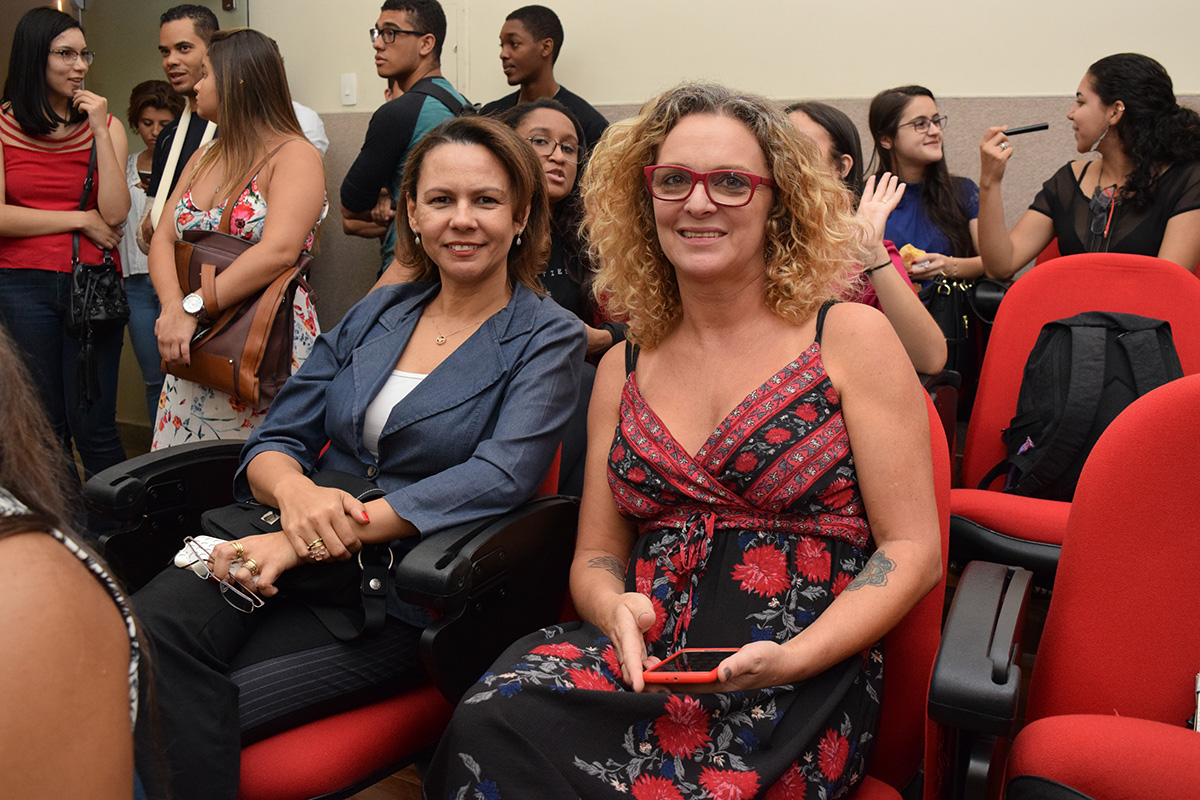 Pró-reitora de Ensino, Anacélia Santos Rocha, e a pró-reitor Administrtiva, Cácia Rita Stumpf.