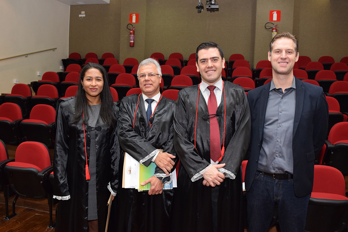 Professora Marina França Santos, juiz federal Itelmar Raydan Evangelista e os professores Caio Augusto Souza Lara e Renato Campos Andrade.