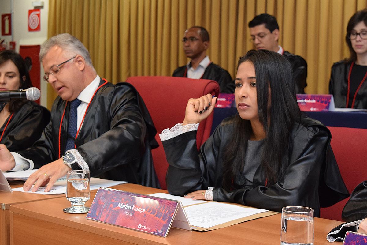 Professora Marina França Santos, jurada na final do TRI-e.