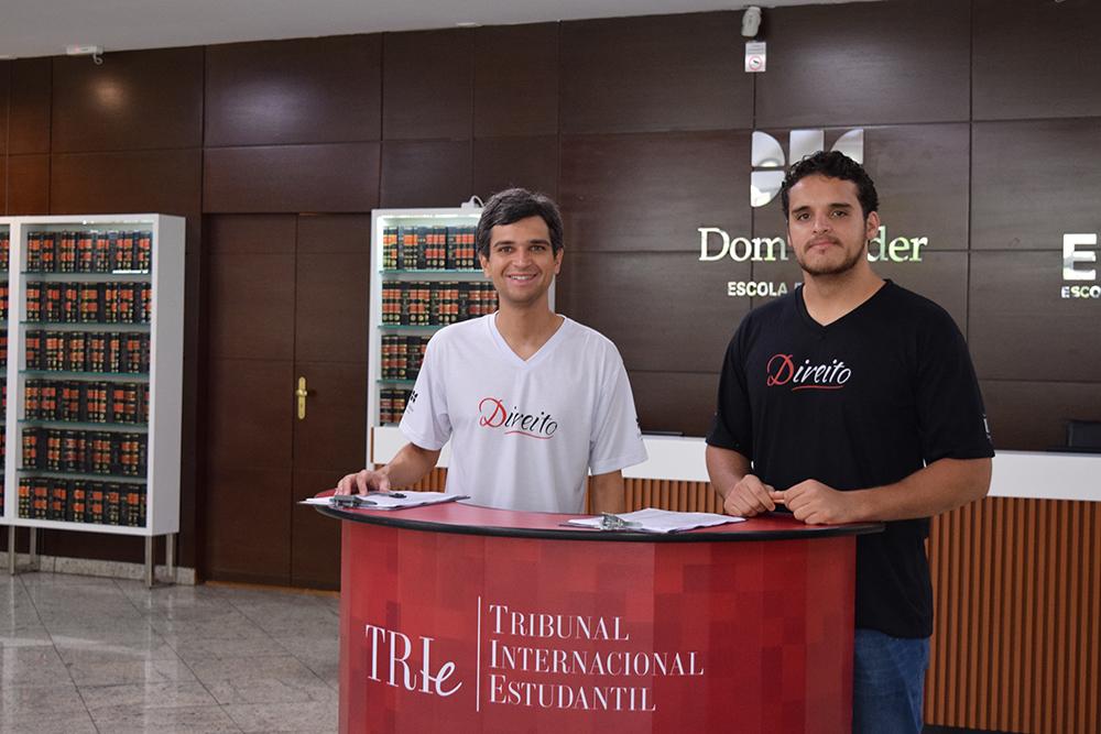 Equipe da Dom Helder Escola Direito e da EMGE se prepara para recepcionar os candidatos.