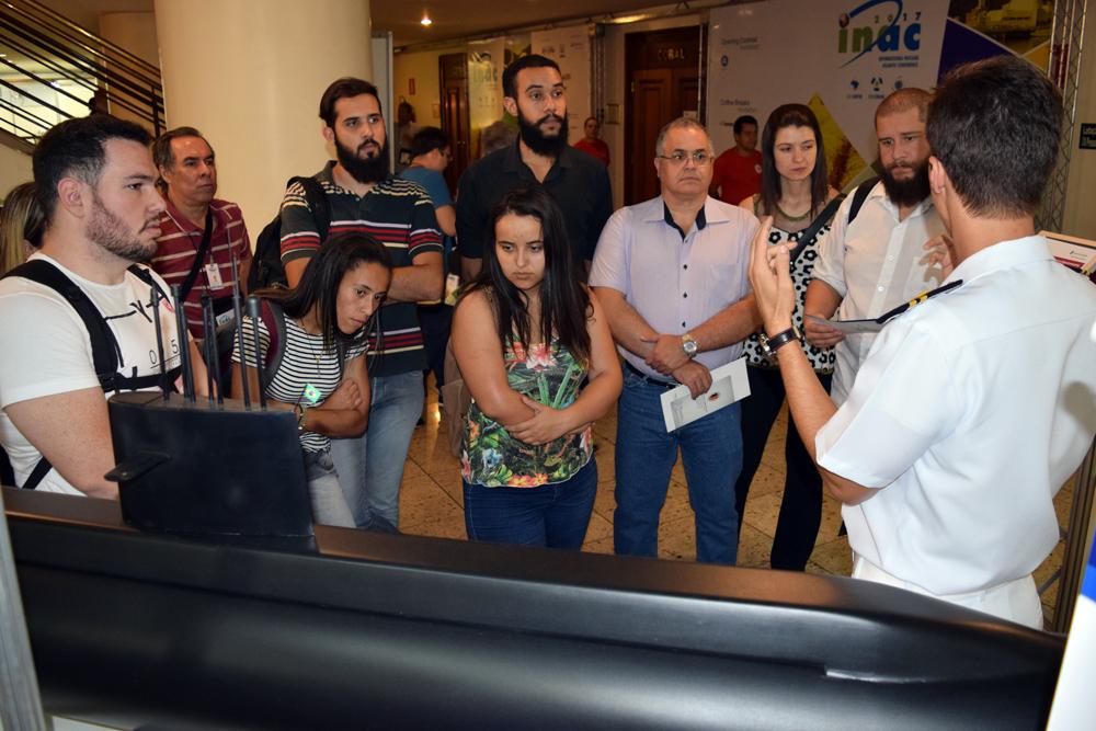 Alunos da EMGE visitam a ExpoINAC 2017.