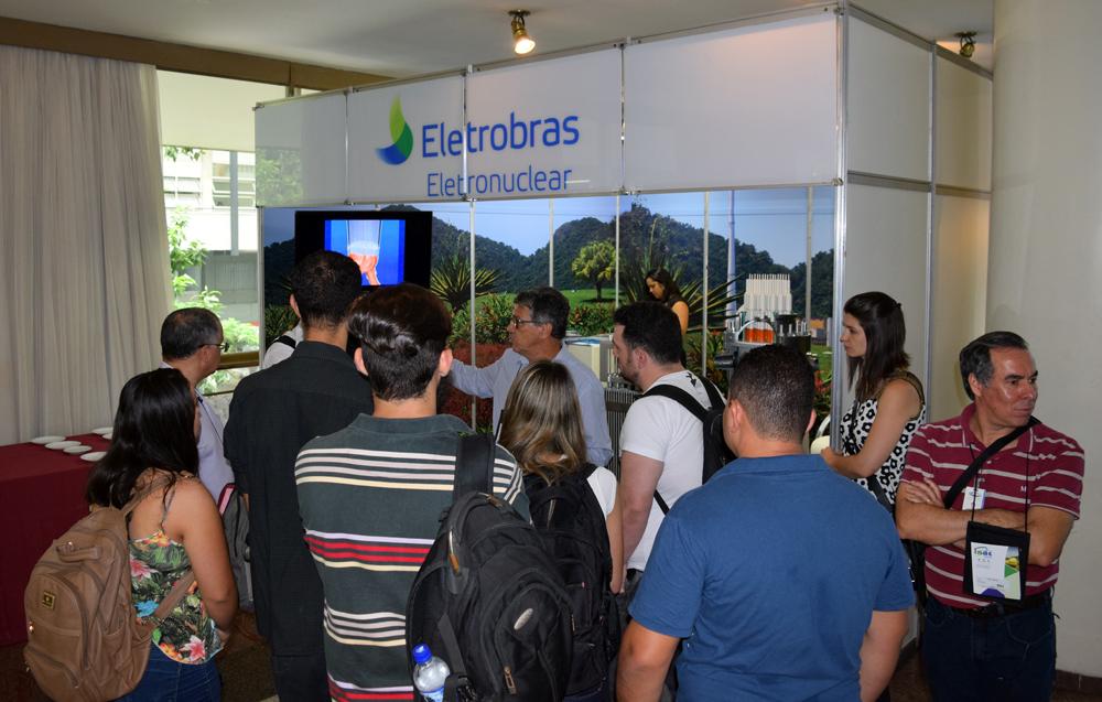 No estande da Eletrobras, os estudantes receberam informações sobre o funcionamento das usinas do tipo PWR.
