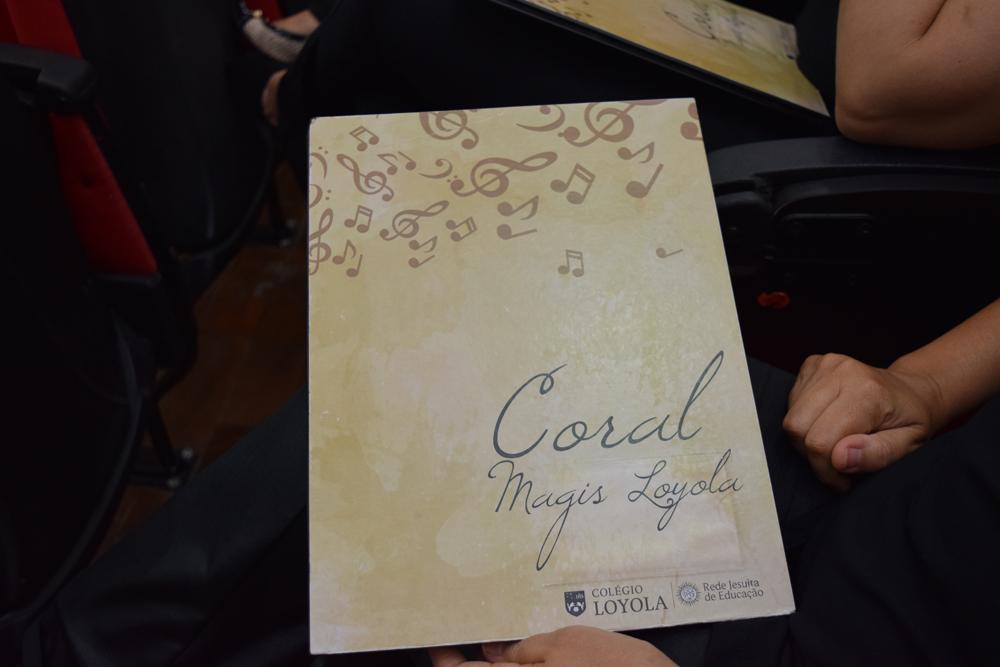 Encarte do Coral Magis Loyola