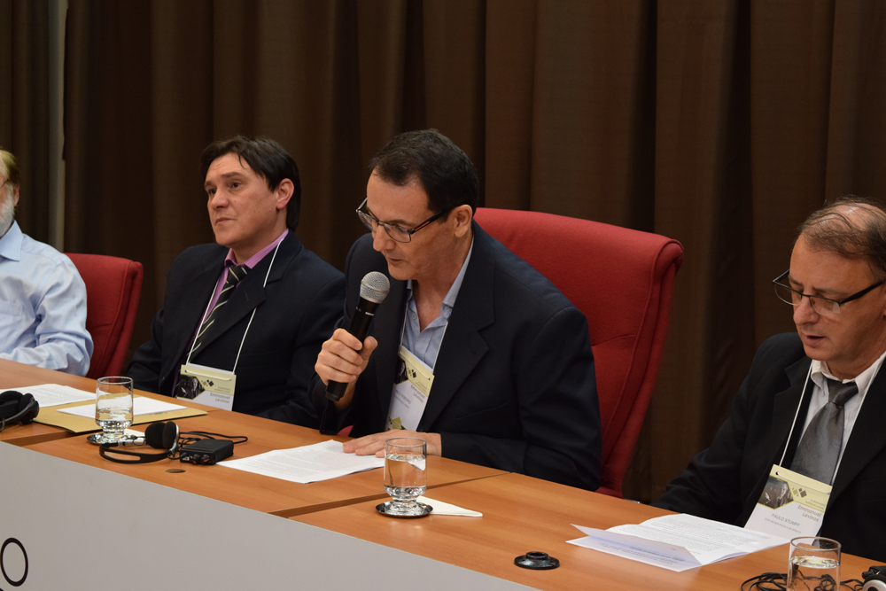 Nilo Ribeiro Junior agradece o apoio da Dom Helder na realização do seminário.