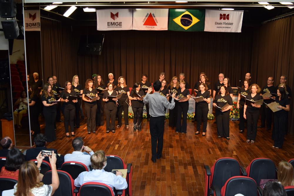 Sob regência de Daniel Rezende, Coral Magis Loyola abrilhantou o evento.