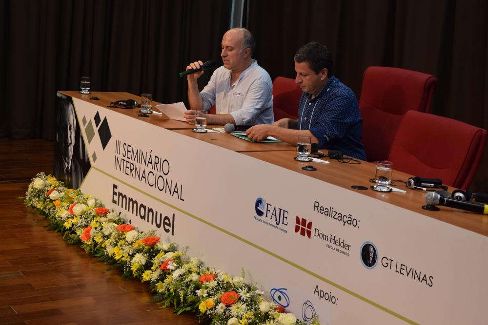 Professor Leonardo Medeiros ao lado do palestante François-David Sebbah.