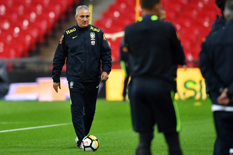 O técnico da Seleção Brasileira, Tite, durante treino em Londres, em 13 de novembro de 2017
