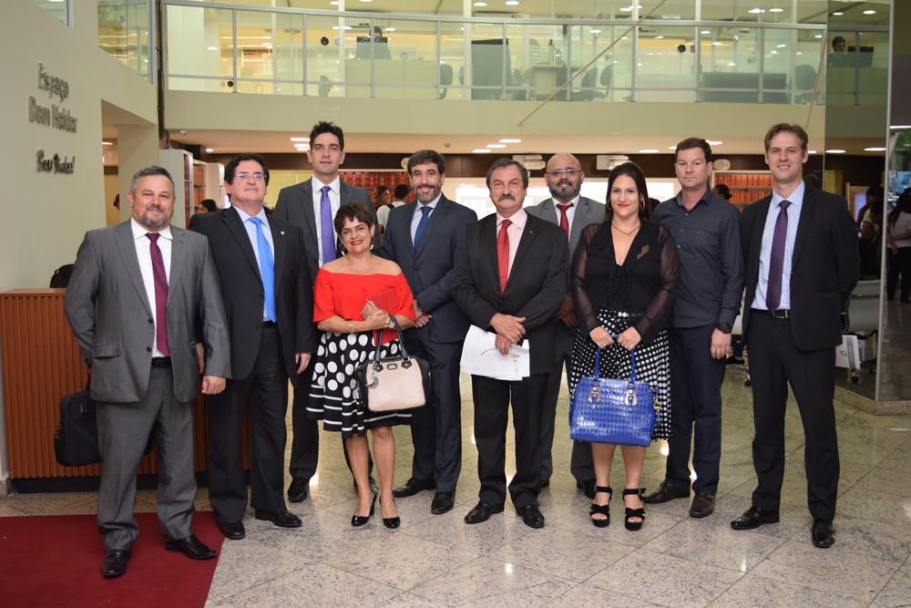 Representantes do Ministério Público Federal (MPF), do IBAMA, do Ministério Público Estadual, do Poder Judiciário, da OAB, do Executivo e professores da Dom Helder participaram do evento.