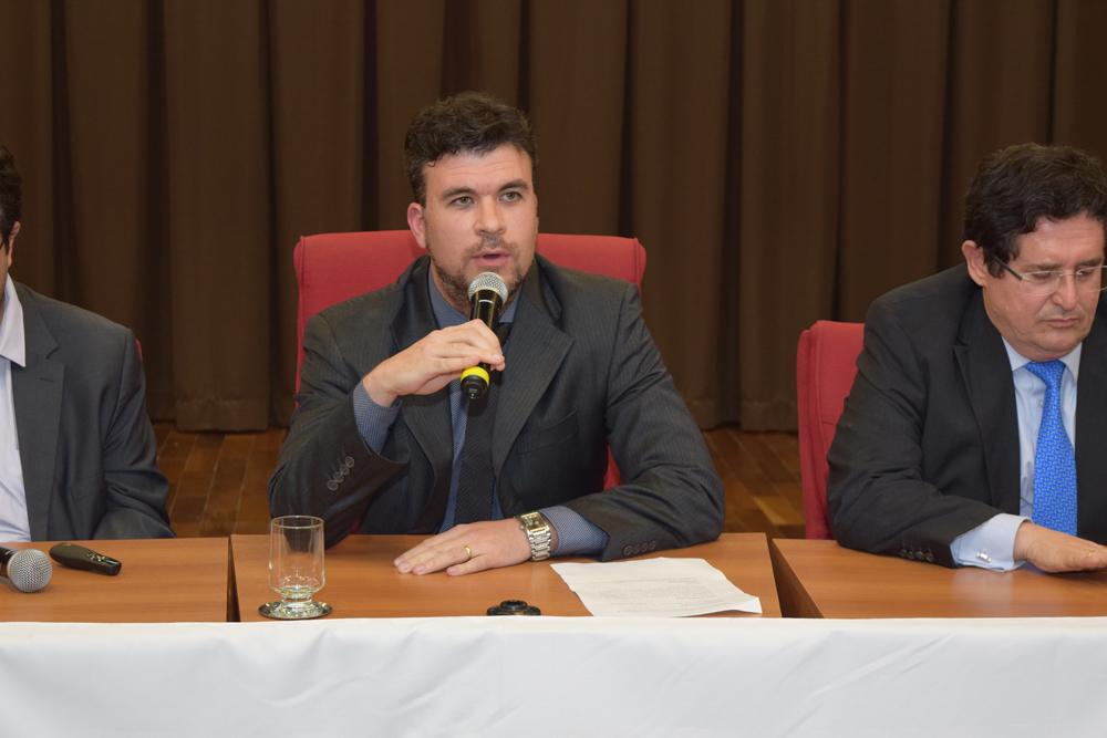 Professor Marcelo Kokke presidiu a segunda mesa do seminário.