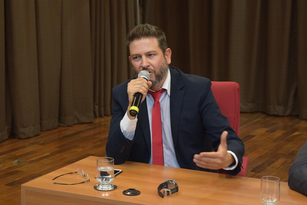 Promotor de justiça do Ministério Público de Minas Gerais André Sperling Prado levantou algumas questões sobre a tragédia em Mariana.