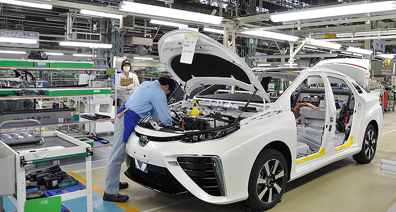 Produção do Toyota Mirai, veículo movido a célula de hidrogênio: marca criou processo inovador de produção. (Toyota/Divulgação)