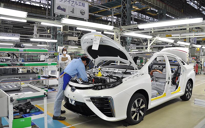 Produção do Toyota Mirai, veículo movido a célula de hidrogênio: marca criou processo inovador de produção.