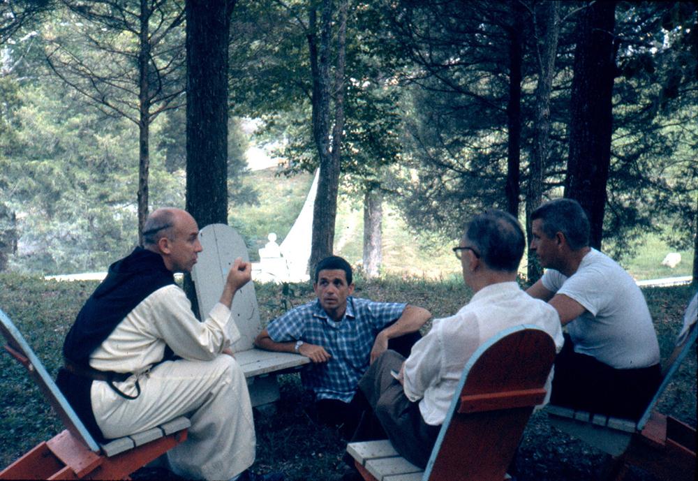 """Merton """"continua sendo uma fonte de inspiração espiritual e um guia para muitas pessoas"""", disse o papa."""