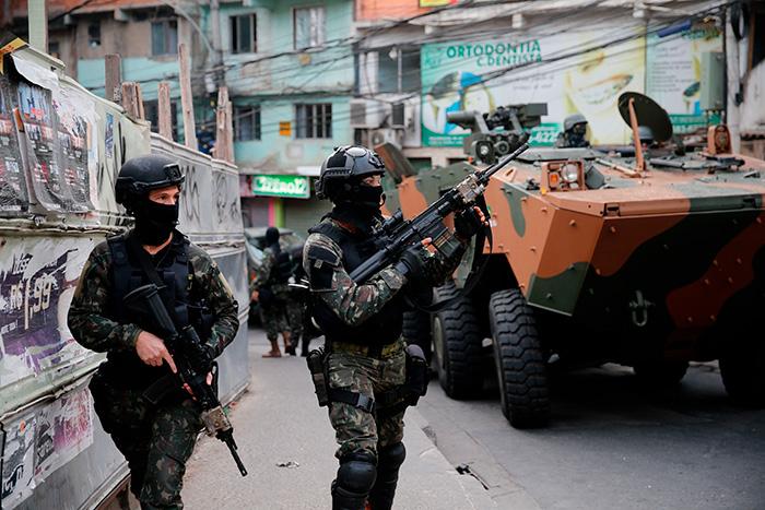 A organização cita ainda a lei  que permite que militares das Forças Armadas que cometerem crimes dolosos contra civis sejam julgados pela Justiça Militar.