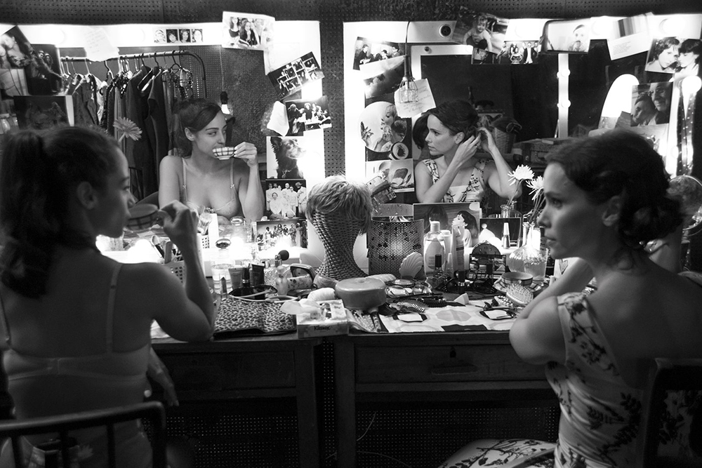 O Beijo no Asfalto aborda o preconceito - a peça foi publicada em 1960, há 58 anos, portanto.
