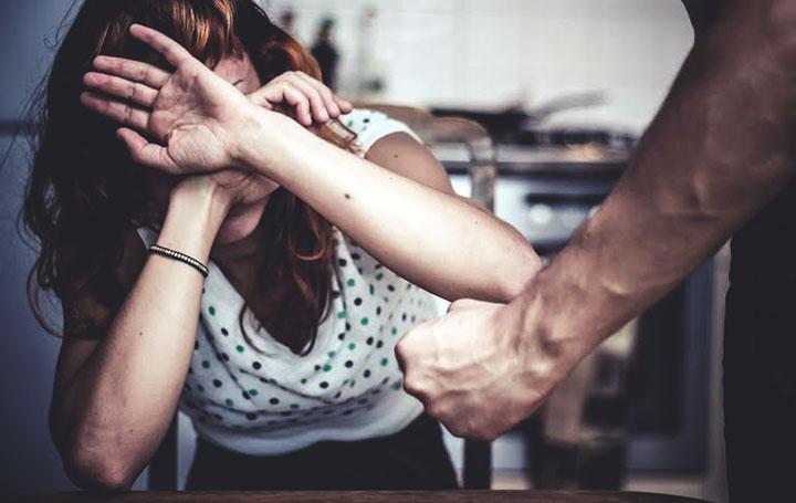 33% das mulheres têm medo de sair à noite e 62% temem a violência de forma geral
