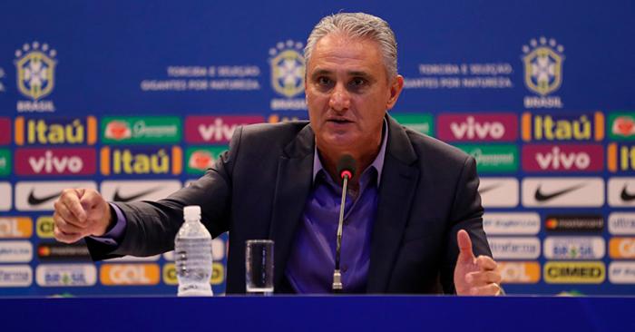 O treinador convocou um total de 25 jogadores, dois a mais que o número a ser chamado para a Copa do Mundo.