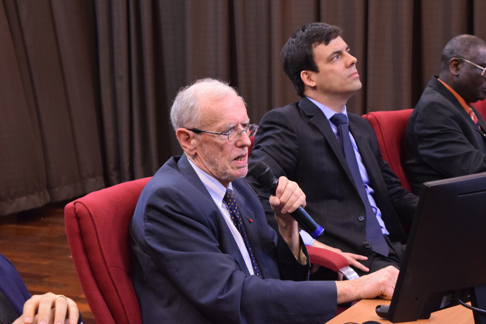 Michel Prieur é presidente do Centro Internacional de Direito Comparado do Meio Ambiente e vice-presidente da Comissão de Direito do Meio Ambiente da União Internacional para a Conservação da Natureza e professor da Universidade de Limoges.