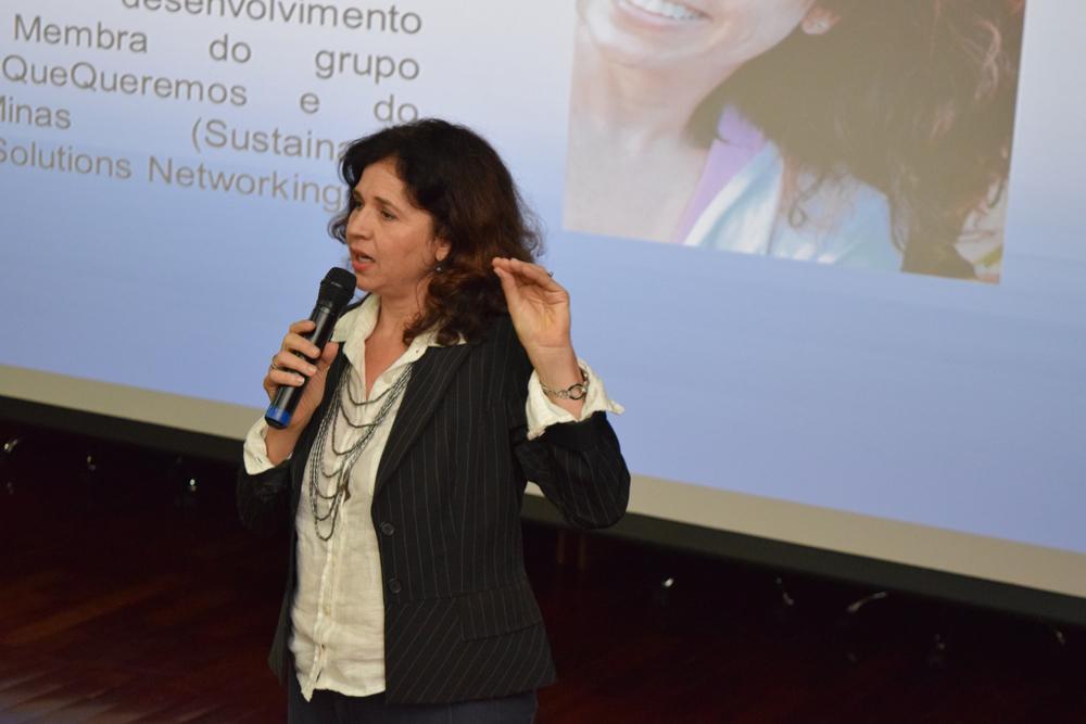 Carla Cristina Santos é especialista em meio ambiente e consultora ambiental