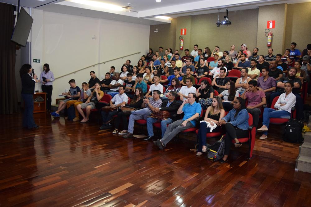 A palestrante falou sobre carreira e desenvolvimento sustentável