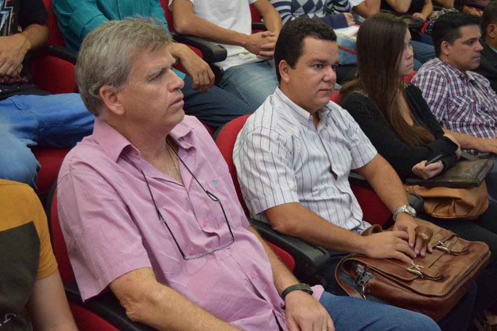 Professor Lino Freitas ao lado do professor Marcus Cardoso