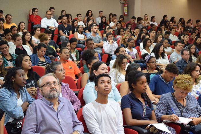 Diretores, professores e alunos integrantes do Movimento Ecos participaram do evento.