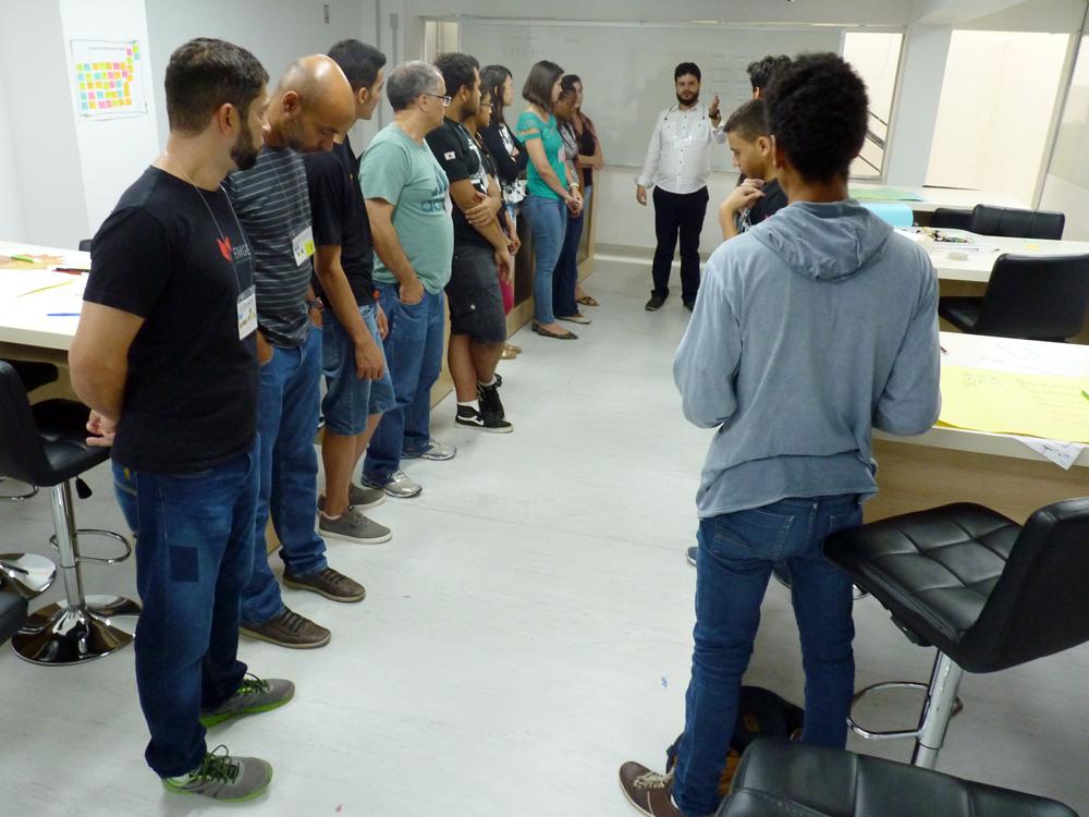 Alunos da EMGE participam da segunda etapa do Workshop de Criatividade.